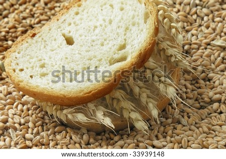 slices of bread and wheat corn seeds