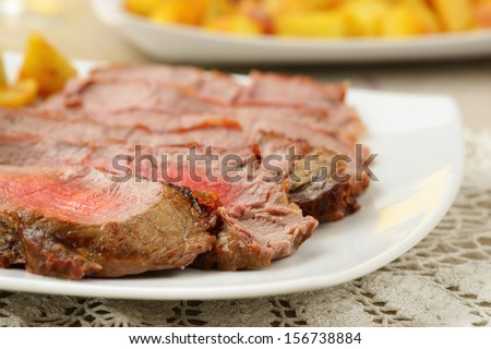 slices of roast beef with potatoes