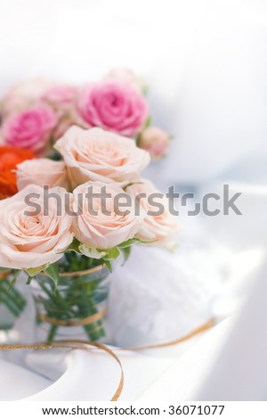 Small bouquets of roses