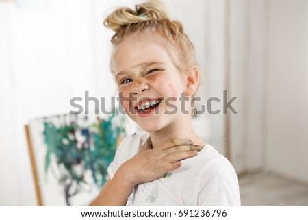 european-blonde-girl-playing-with-toys-naked-horny-women-masturbating