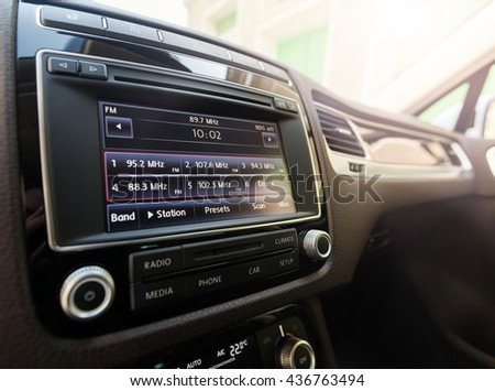 Smart multimedia touchscreen system for automobile