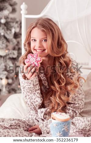 beautiful-blonde-teen-girl