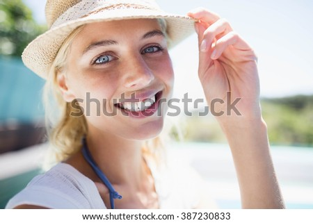 Smiling blonde with hat looking at the camera