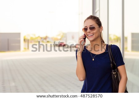 Smiling lady talking on the mobile phone
