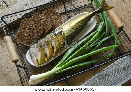 Smoked mackerel with rye bread and spring onions
