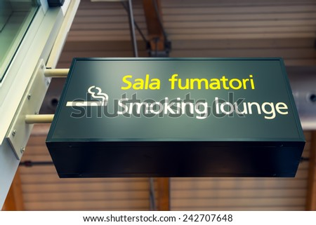 Smoking lounge sign in Italian and English language, on airport