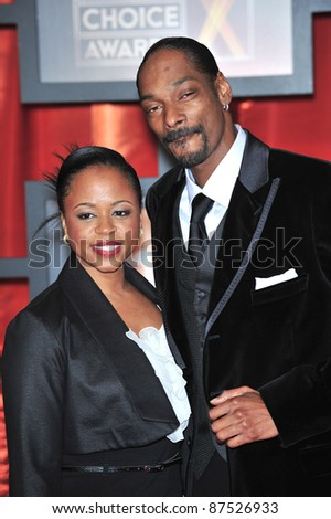 Snoop Dogg & wife Shante Taylor at the 13th Annual Critics' Choice Awards at the Santa Monica Civic Auditorium. January 7, 2008  Los Angeles, CA Picture: Paul Smith / Featureflash - stock photo