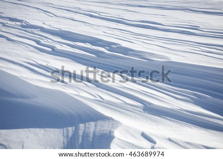 Snow in layers due to strong wind