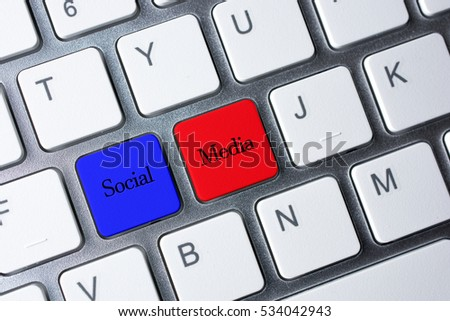 Social Media button on white computer keyboard