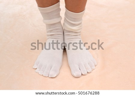 Socks./Five finger socks.The material is a mixture of cotton and silk.