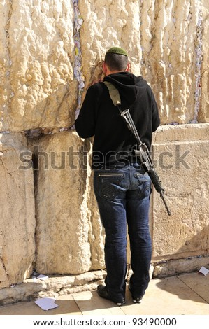 Soldier at the wailing western wall,  Jerusalem, Israel - stock photo