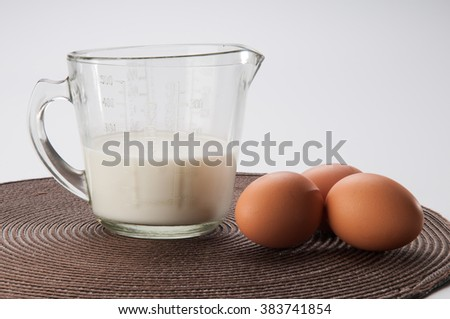 Some milk with eggs