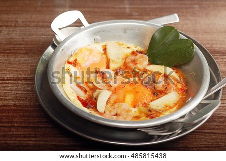 Sour prawn soup Pan eggs on the wood table