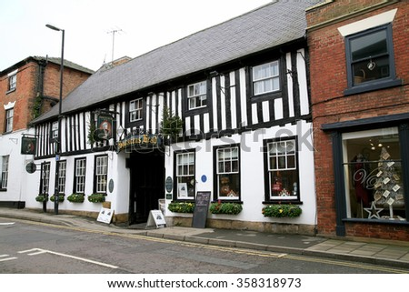 SOUTHWELL, NOTTINGHAMSHIRE, UK. DECEMBER 17, 2015.  The 16th century Saracens head coaching Inn at Southwell in Nottinghamshire, UK.