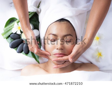 Spa Massage can in lifting the skin and makes it firmer. Wrinkles can be cause by the depletion of collagen in the skin. other facial expression can also cause wrinkles on the forehead and muscles.