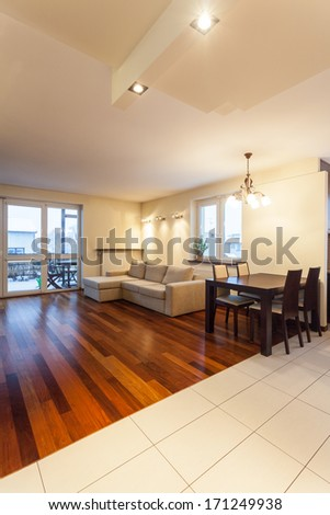 Spacious apartment - comfortable sofa and wooden table