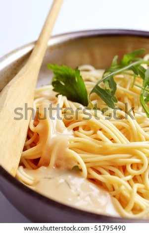 Spaghetti and cheese sauce