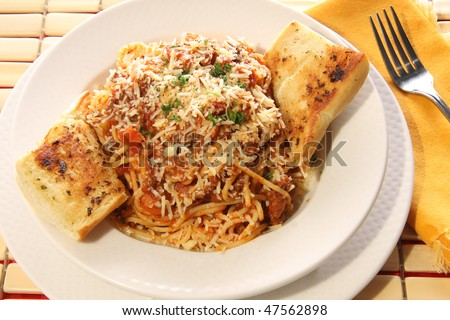 Spaghetti and garlic bread.