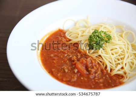spaghetti bolognese in wood background
