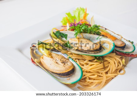 spaghetti with asian green mussel