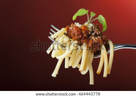 spaghetti with bolognese on a fork