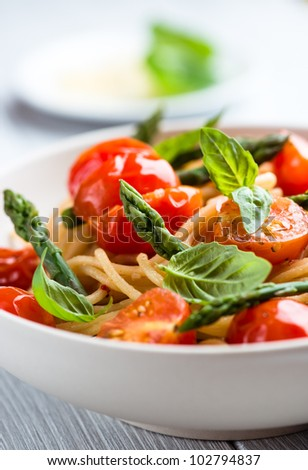 Spaghetti with Green Asparagus and Cherry Tomatoes