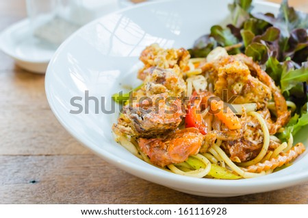 Spaghetti with soft shell crab in black pepper sauce - stock photo