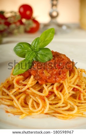spaghetti with tomatoes sauce