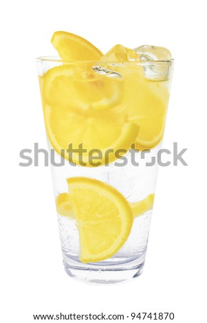 sparkling mineral water with ice and lemon