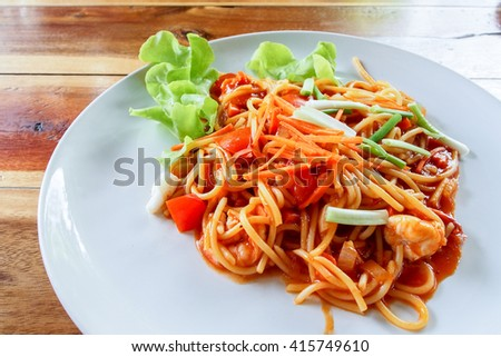 Spicy spaghetti with shrimp