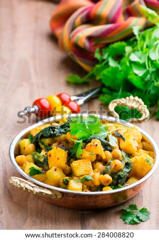Spicy vegetable stew with curry and spinach