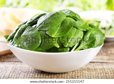 spinach leaves on wooden table