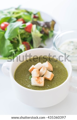 Spinach soup with spinach leaves and bread