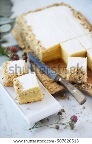 Sponge cake with butter cream and walnuts