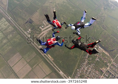 Sports parachutist build a figure in free fall.