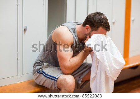 Sports student drying his head with a towel