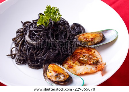Squid Ink Pasta With Shrimp and mussel