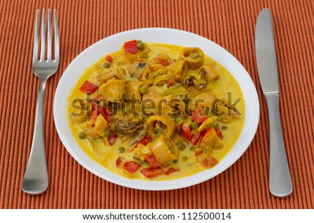 squid with peas and pepper in curry sauce