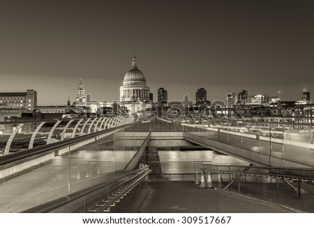 St Paul Cathedral at night - London.