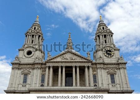 St. Paul Cathedral i London, United Kingdom - stock photo