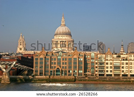 St Pauls cathedral across River Thames
