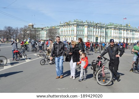 "ST.PETERSBURG, RUSSIA - APRIL 19, 2014: Bike Ride ""Opening the cycling season 2014"". Finish cycling on Palace Square of St.Petersburg."