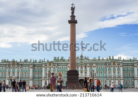 St.Petersburg , Russia - august 17 . 2014: Beautiful view of Palace Square of St. Petersburg . Summer.