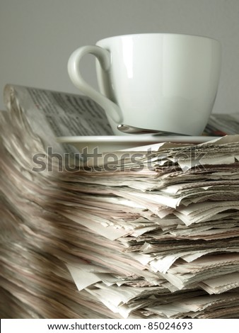 Stack of press and coffee - Close the corner
