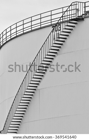 Stairs on the fuel tank/