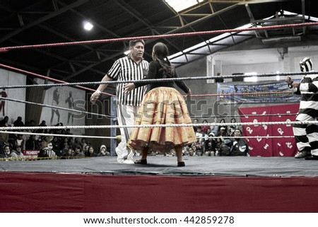 Star cholita female wrestler fighting with the ref. October 14, 2012 - El Alto, La Paz, Bolivia.