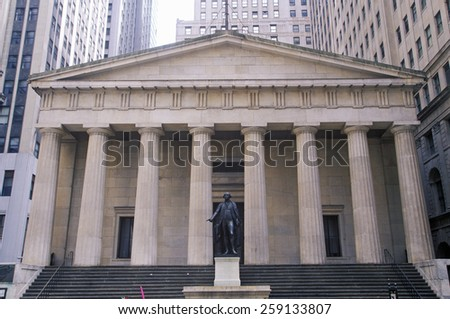 Statue of George Washington at the entrance of the Federal Hall, New York City, NY