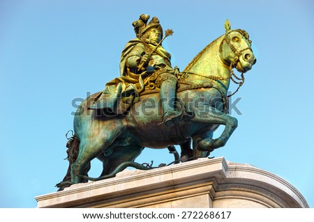 statue of King Jose I to the Praca da Figueira