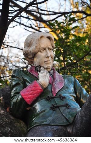 Statue of Oscar Wilde by Danny Osborne in Dublin's Merrion Square (Archbishop Ryan Park) - stock photo