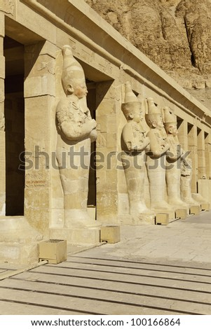 statue of pharaoh hatshepsut in hatshepsut temple, luxor, egypt